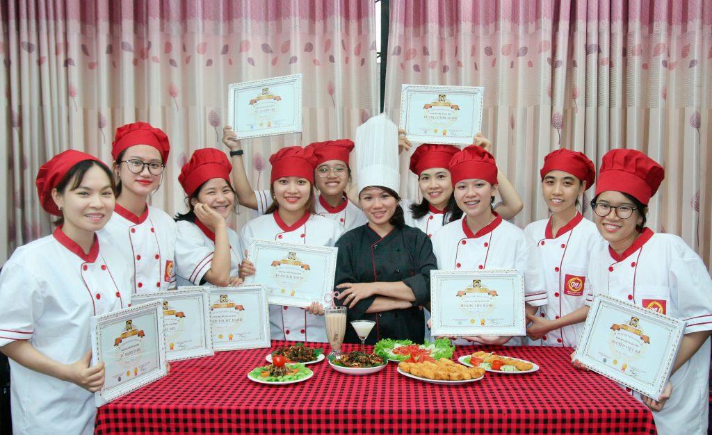 nấu ăn gia đình ngày tết_giaoducnghe.edu.vn