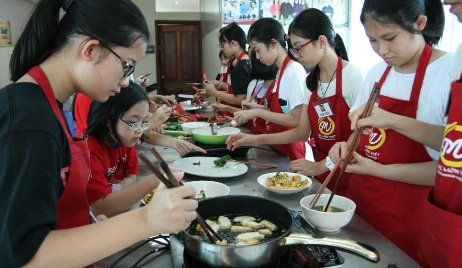 Trại hè nấu ăn_giaoducnghe.edu.vn