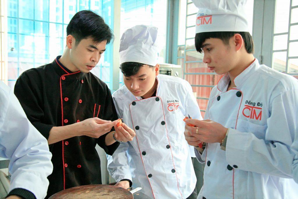 kỹ năng sử dụng dụng cụ bếp_giaoducnghe.edu.vn