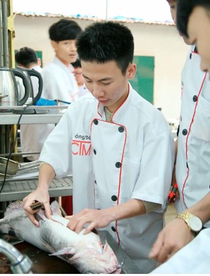 sinh viên nấu ăn thực hành_giaoducnghe