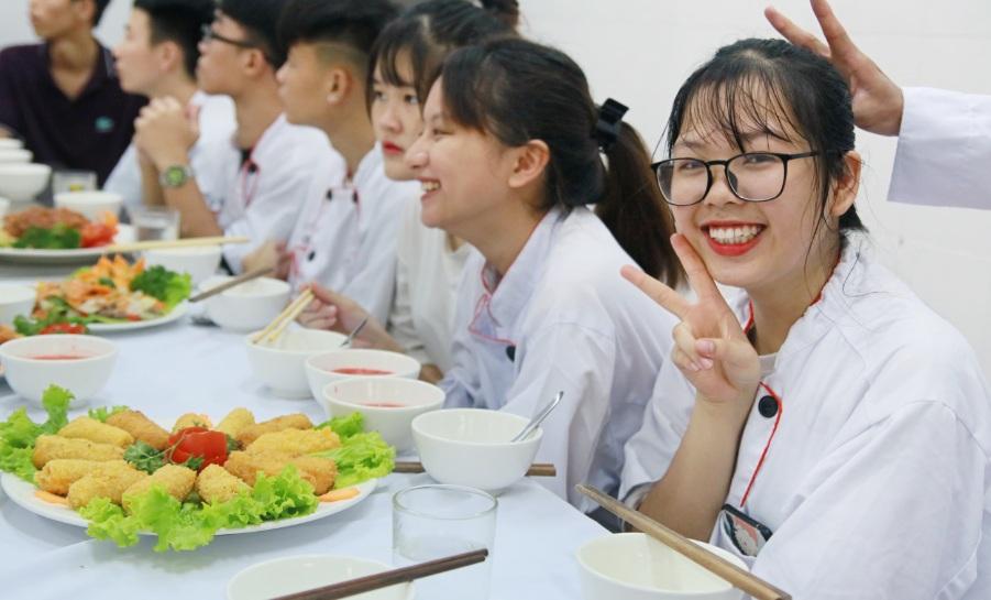 giáo dục nghề học nấu ăn