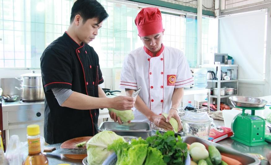 đầu bếp giảng dạy giáo dục nghề