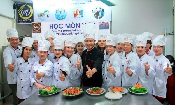 Chọn nghề đầu bếp – nấu ăn cho sự nghiệp vững bền