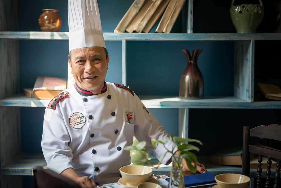 """Iron Chef Nguyễn Thanh Tùng – Đưa """"TRÁI GẤC"""" Lên Bàn Tiệc Quốc Tế"""