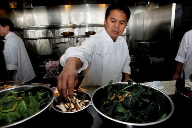 """Đầu bếp Charles Phan: """"Tôi chỉ nấu món Mỹ theo kiểu Việt Nam""""."""
