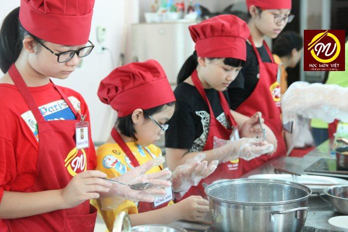 trại hè - khóa học nấu ăn cho trẻ em_giaoducnghe.edu.vn