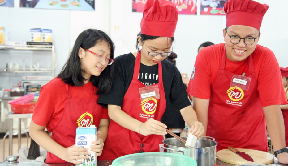 trại hè nấu ăn trẻ em - món chè- giaoducnghe.edu.vn