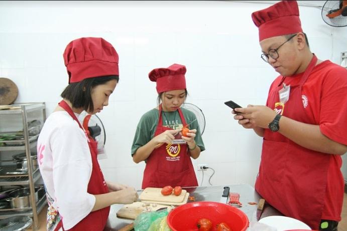 lớp nấu ăn trẻ em giaoducnghe.edu .vn2