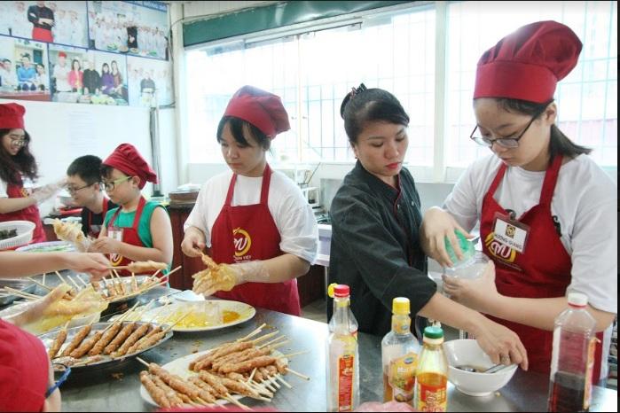 lớp nấu ăn trẻ em giaoducnghe.edu .vn 1