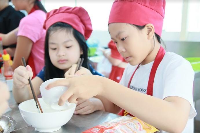 học nấu ăn trẻ em_giaoducnghe.edu.vn