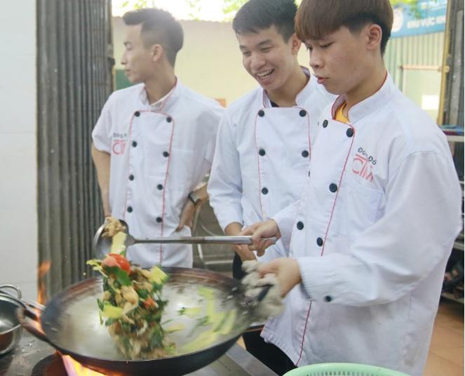 học nghề đầu bếp tại học món việt giáo dục nghề