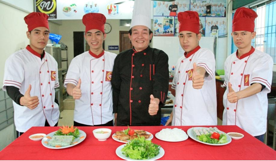 lớp đầu bếp Việt giáo dục nghề