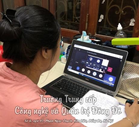 hình ảnh sinh viên học online tại nhà giáo dục nghề