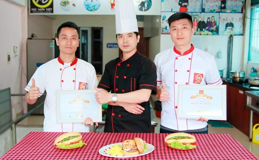 Học nhân bánh mì mở quán ở Hà Nội