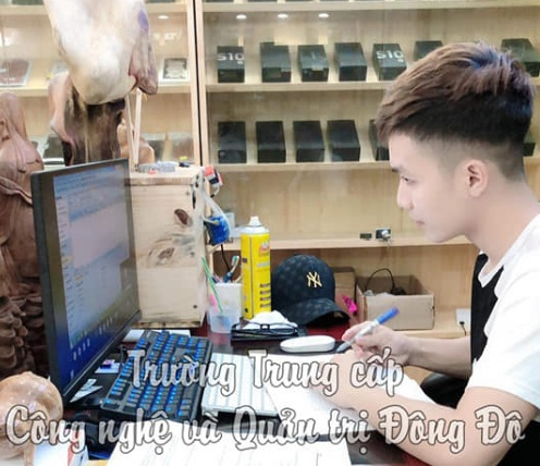 Sinh viên Đông Đô nói gì về học online mùa dịch