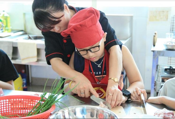 lớp học nấu ăn cho trẻ em giáo dục nghề