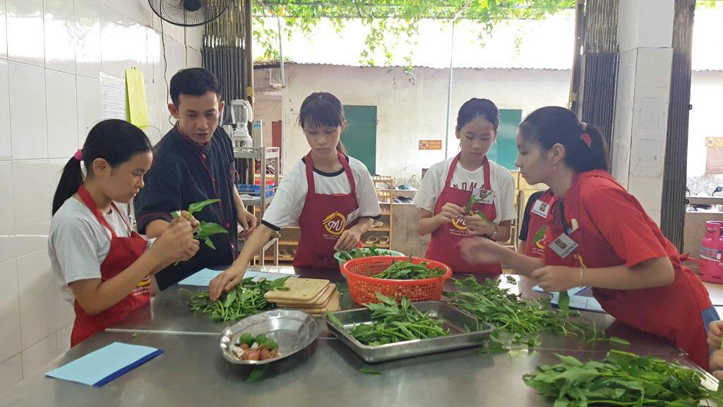 Lớp học nấu ăn trẻ em_giáo dục nghề