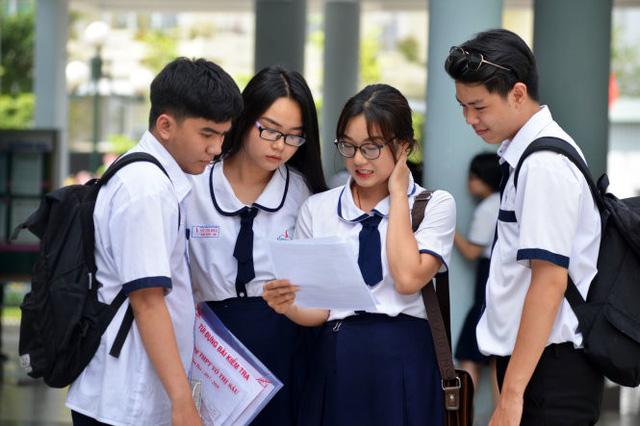 Không đủ điểm vào cấp 3 công lập: Tương lai các em học sinh sẽ ra sao?