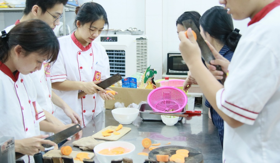giáo dục nghề lớp nấu ăn gia đình