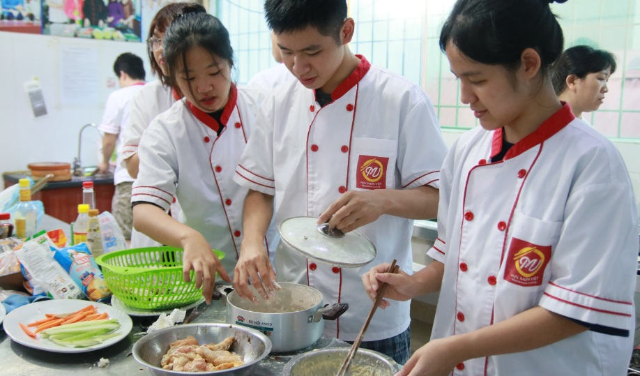 giáo dục nghề_lớp học nấu ăn gia đình